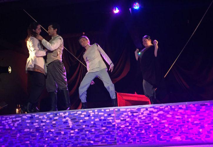 La obra recibió excelentes comentarios al final de las actuaciones. (Faride Cetina/SIPSE)