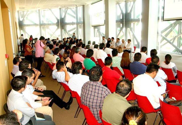 El curso para emprendedores y empresarios fue impartido ayer por la coordinadora del área Evaluación de Proyectos de la Secretaría de Economía, Paola Rodríguez Gutiérrez. (Milenio Novedades)