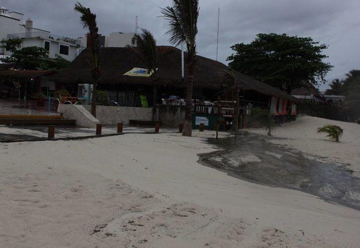 Existe disposición de la playa para diferentes actividades turísticas. (Archivo/SIPSE)