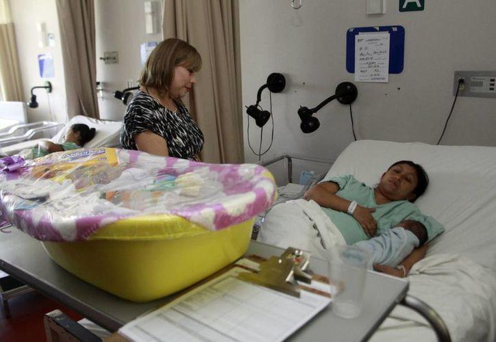 Damas voluntarias de la SSY estuvieron en varios hospitales, entre ellos el O'Horán. (C. Ayala/SIPSE)