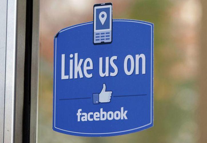 """Los nuevos emoticones de Facebook incluirán símbolos para mostrar """"enojo"""", """"tristeza"""", """"asombro"""", """"risa"""", """"júbilo"""" y """"amor"""". (AP)"""