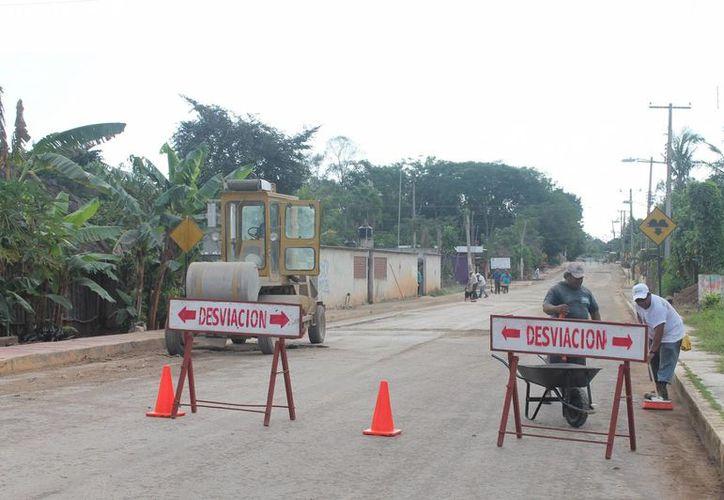 Piden disculpas a los automovilistas, ya que el tramo carretero fue cerrado. (Raúl Balam/SIPSE)