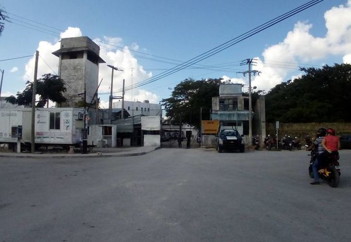 La disculpa pública fue en el interior de la cárcel y en presencia de familiares de los agraviados. (Eric Galindo/SIPSE)
