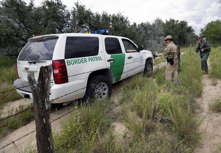 A las labores de la Patrulla Fronteriza se suman la Guardia Costera y La Oficina de Inmigración y Aduanas. En la imagen, la PF durante un operativo en McAllen, Texas. (Foto de archivo/ Agencias)