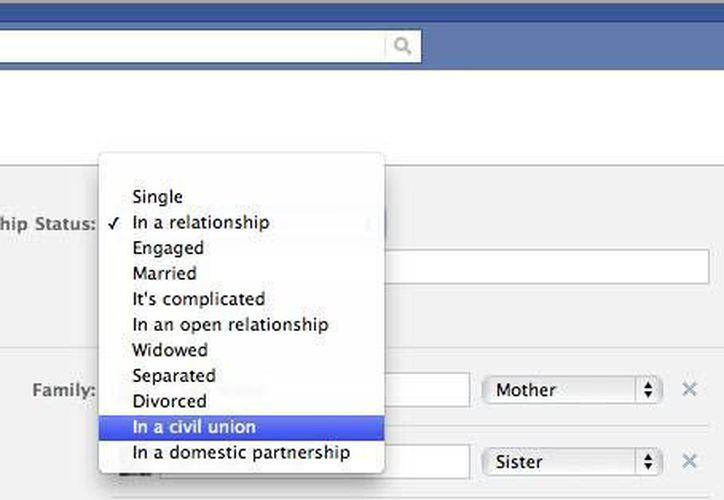 """El servicio de poner el estatus de Facebook """"en una relación con"""" tiene un costo de aproximadamente 550 pesos. (Captura de pantalla)"""