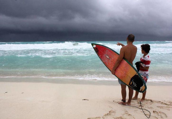 En el estado de Quintana Roo, en la costa de México en el Caribe, el breve paso de Karen causó que las autoridades cerraran puertos marítimos y algunas escuelas. (EFE)