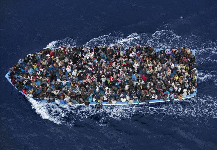 El año pasado, 170 mil migrantes llegaron a costas italianas, gracias a operaciones de rescate. (Foto de contexto. Archivo/AP)
