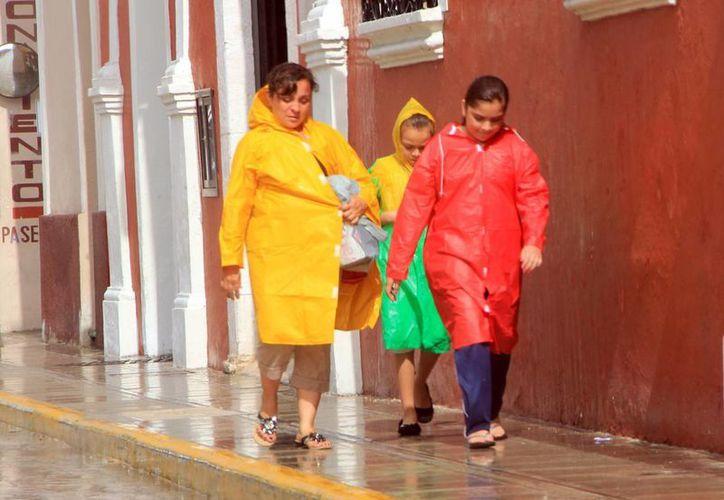 Ayer, la zona de perturbación atmosférica ocasionó fuertes lluvias en Campeche y Yucatán. (José Acosta/SIPSE)