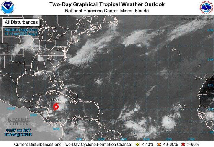 """Imagen de satélite del Centro Nacional de Huracanes de Miami, que muestra la ubicación de la tormenta tropical """"Earl"""", este martes. (www.nhc.noaa.gov)"""