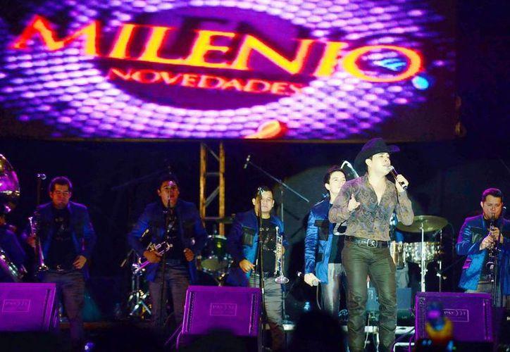 En el escenario brillaron artistas de diversos géneros, como Bebeto que conquistó a las fans yucatecas. (Milenio Novedades)