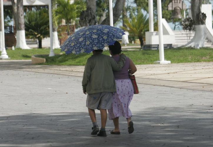 Chetumal amaneció fresco, con temperatura de 24 a 26 grados centígrados; pasado mediodía llovió. (Harold Alcocer/SIPSE)