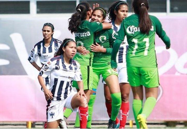 (Twitter @LIGAMXFemenil) Daniela Espinoza hizo historia al anotar el primer gol de la Liga MX Femenil.
