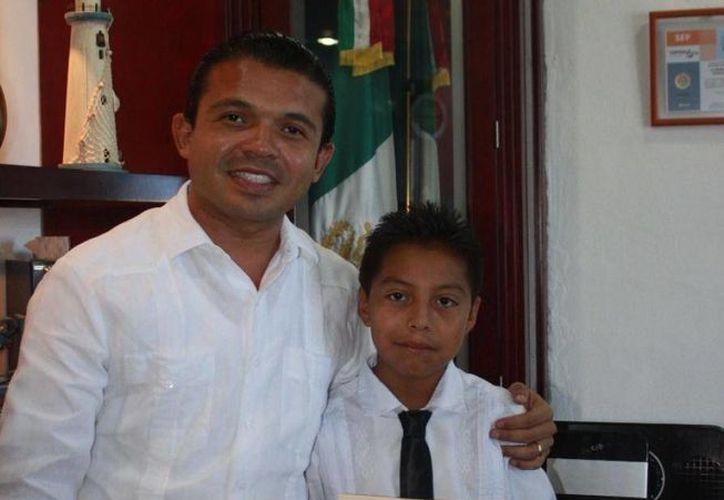 """El niño expuso el tema """"Los Derechos de los Niños"""". (Cortesía/SIPSE)"""