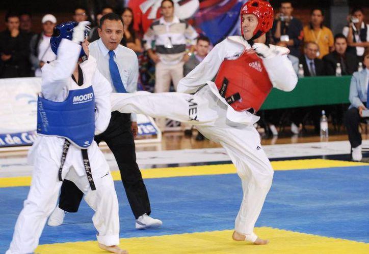Óscar Salazar, entrenador de la selección nacional de Taekwondo, mencionó que ha disminuido la intensidad de las batallas por el uso de tecnología en los petos, por lo que el TKD se ha vuelto poco atractivo. (Notimex)