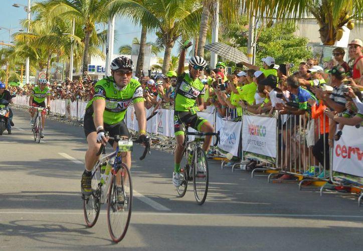 En la carrera participaron mil 700 deportistas de 40 países. (Gustavo Villegas/SIPSE)