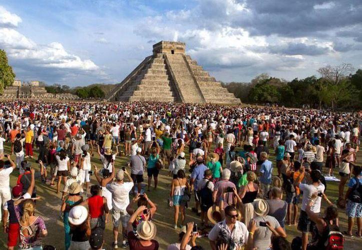 En Chichén Itzá el descenso de Kukulcán por las escalinatas del Castillo se aprecia desde el 19 de marzo y hasta el 21 de marzo. (SIPSE)