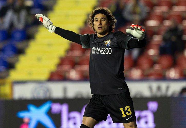 Guillermo Ochoa, que ha jugado muy poco en España, podría volver a México como refuerzo de Veracruz. (periodicocorreo.com.mx)