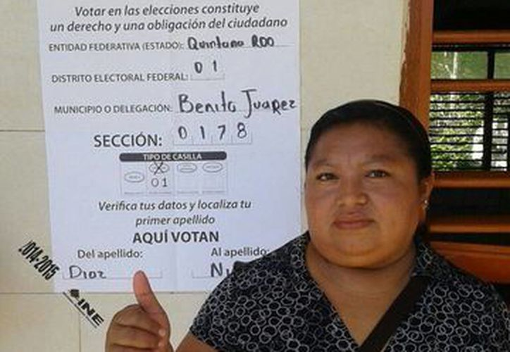 Los habitantes ya se acercan a las casillas para ejercer su derecho al voto. En la Leona Vicario ya hacen oír su voz. (Pedro Olive/SIPSE)