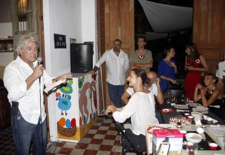 Integrantes de La Alianza Francesa así como personas que no son francesas celebraron en un hotel la Fiesta del Vino Nuevo. (SIPSE/Foto de archivo)