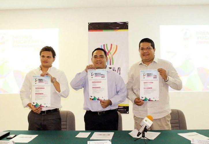 En rueda de prensa, el encargado del despacho de la Dirección, Hugo Vázquez Lizarraga, hizo oficial el lanzamiento del concurso Premio Yucatán al Emprendedor 2015. (Milenio Novedades)