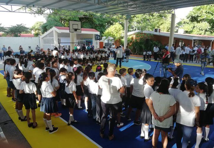 Esta mañana más de 300 mil estudiantes de educación básica regresaron a las aulas escolares de Quintana Roo. (Fernanda Duque/SIPSE)