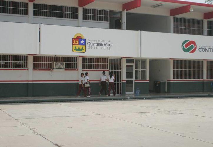 El horario de entrada y salida de clases se recorrerá media hora en Quintana Roo. (Harold Alcocer/SIPSE)