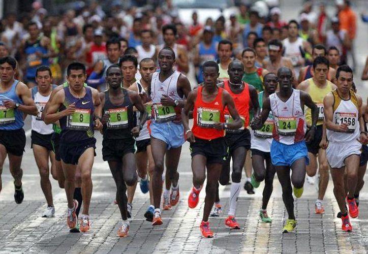 El maratón de la Ciudad de México ofrece estímulos económicos a los 25 corredores más rápidos. (fmaa.mx/Archivo)