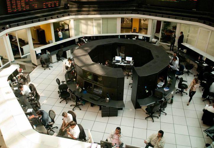 La Bolsa Mexicana de Valores vivió este lunes una jornada con ciertos altibajos. (Archivo)