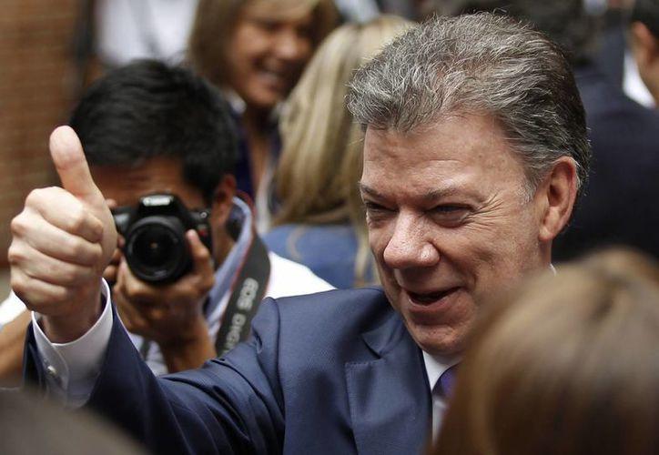 Juan Manuel Santos encabeza la intención del voto entre los colombianos. (Agencias)