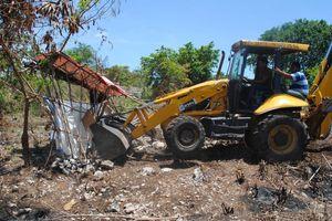 Destruyen 20 <i>palapas</i> en operativo de desalojo