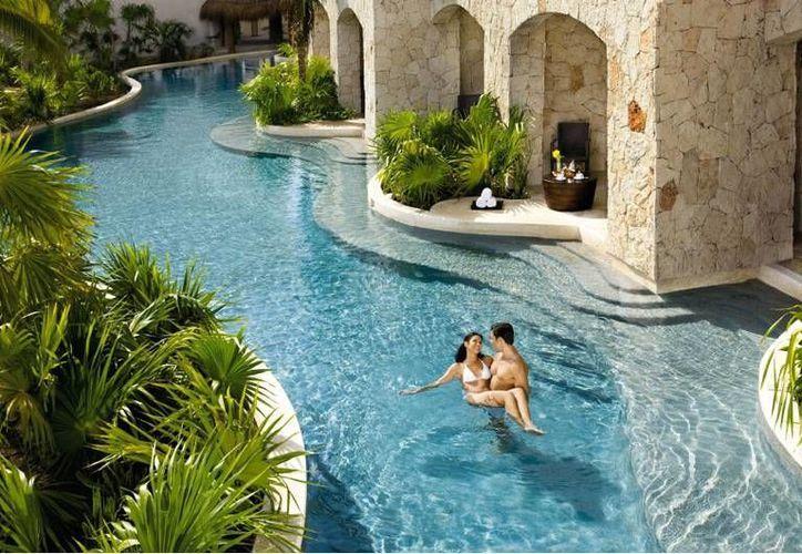 Según los registros de Facebook, Cancún y Playa del Carmen son los destinos preferidos por los lunamieleros. (Foto de contexto/Internet)