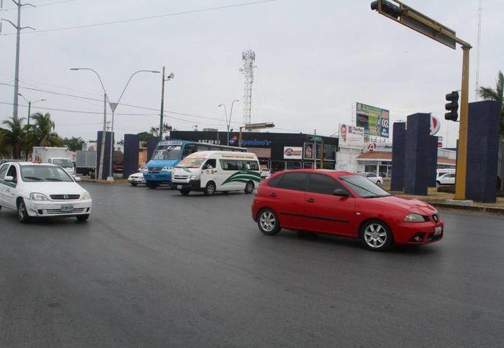 Cruce de la avenida José López Portillo con Kabah. (Sergio Orozco/SIPSE)