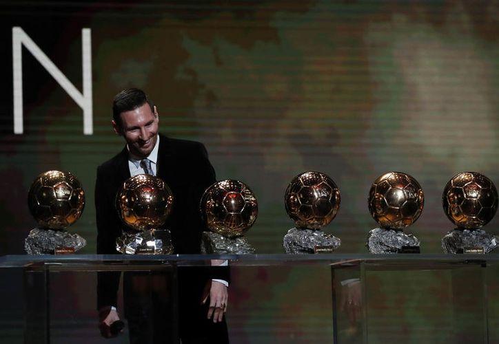 Messi regresa a la cumbre del futbol mundial, Entre su primer y su último Balón de Oro hay 12 años de diferencia, lo que también es un récord mundial (Fotos The Associated Press)