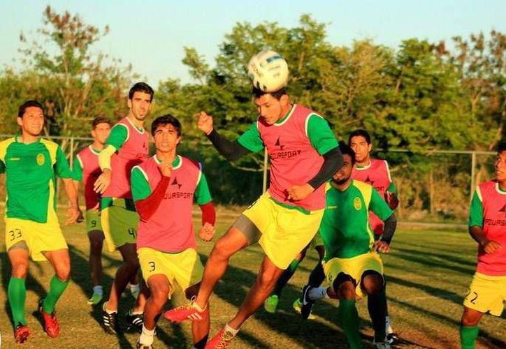 Entrenamientos de los ciervos en la Unidad Deportiva Tamanché, previo al arranque de temporada. Anuncian los rivales de los astados de Yucatán. (Milenio Novedades)