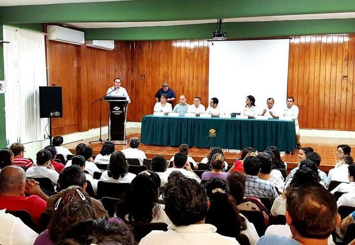 El Colegio de Educación Profesional Técnica del Estado (Conalep) y el Instituto de Seguridad Jurídica y Patrimonial de Yucatán (Insejupy) firmaron este miércoles un convenio para facilitar que trabajadores hagan sus testamentos. (Foto cortesía del Gobierno estatal)