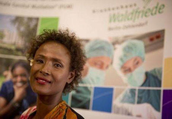 La modelo, escritora y activista Waris Dirie asistió a la inauguración en Berlín. (Agencias)