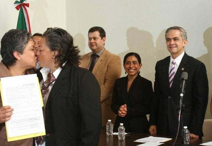 Mancera dijo que las uniones entre personas del mismo sexo son 'fuertes y sólidas'. (Milenio)