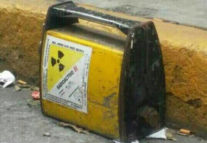El lugar donde fue encontrada la fuente radioactiva fue acordonada por autoridades, en previsión de riesgos.. (Foto de Jorge Becerril/Milenio)