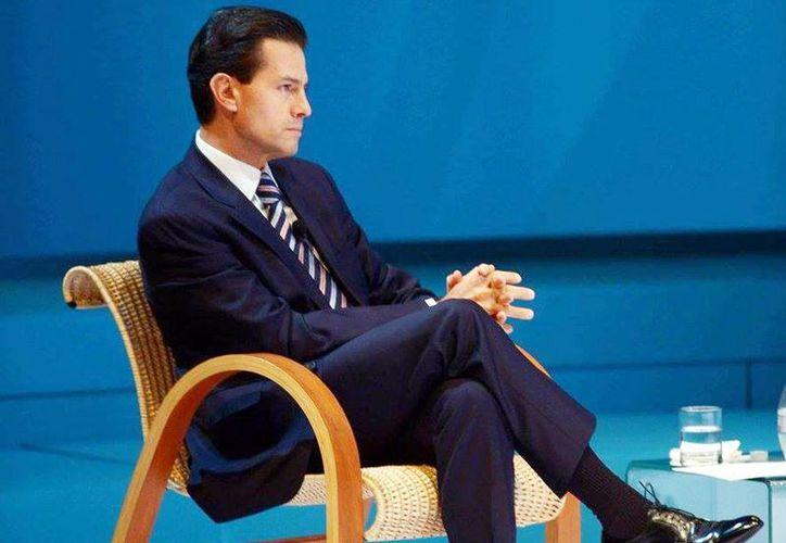 Peña Nieto rechazó las afirmaciones de Trump, lanzadas desde el inicio de su campaña presidencial el año pasado, en el sentido de que el gobierno mexicano está forzando la salida de los mexicanos hacia Estados Unidos. (Facebook Enrique Peña Nieto)