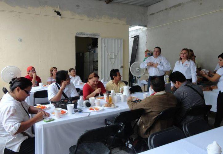 La asociación recibe hasta 40 personas al día. (Harold Alcocer/SIPSE)