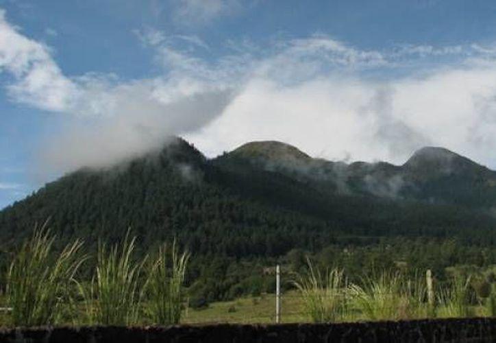 Si el volcán Xitle hiciera erupción, la incandescencia expulsada no causaría muertes, pero sí enterraría lo que encontrara a su paso. (noticierostelevisa.esmas.com)