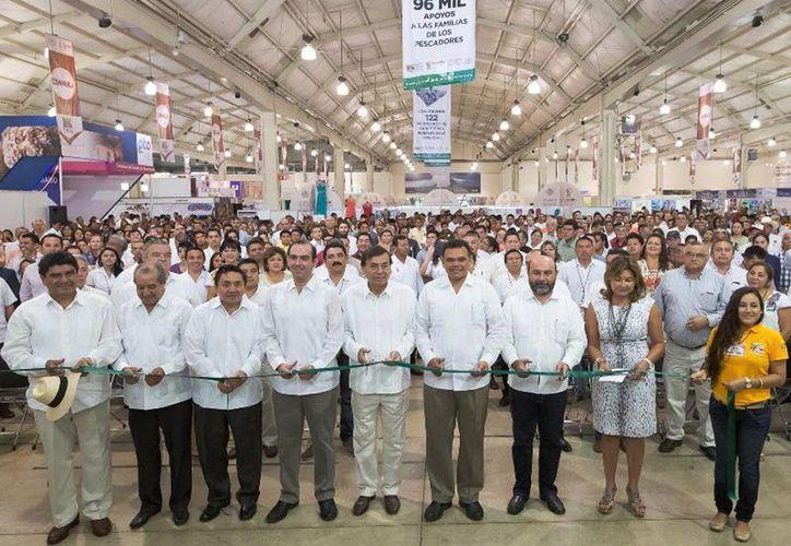 El gobernador Rolando Zapata (c) inauguró la Expo, en la que participan con artículos y alimentos, más de 300 empresas provenientes de 30 estados del país. (Cortesía)