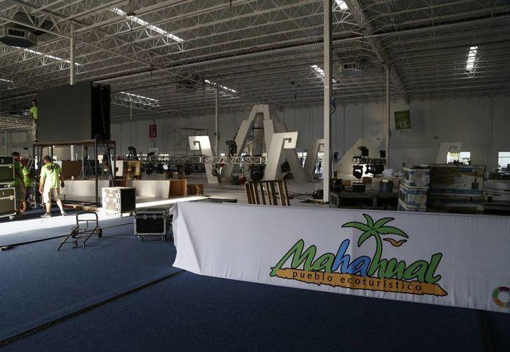 Preparan las instalaciones del recinto ferial. (Israel Leal/SIPSE)
