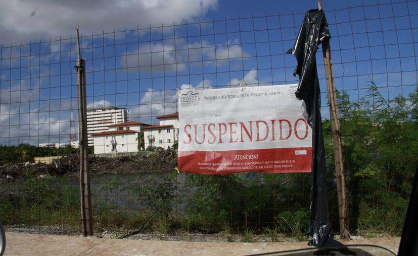 Las obras han sido detenidas a pesar de que obtuvieron sus permisos entre 2005 y 2008. (Tomás Álvarez/SIPSE)