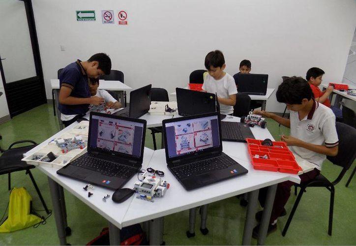 En 2016 el Centro de Inclusión Digital de la SCT, Punto México Conectado, ha impartido 55 cursos de robótica dirigidos a niños y niñas, jóvenes y adultos. En diciembre impartirá otro del día 19 al 23 y del 26 al 30. (Foto cortesía de SCT)