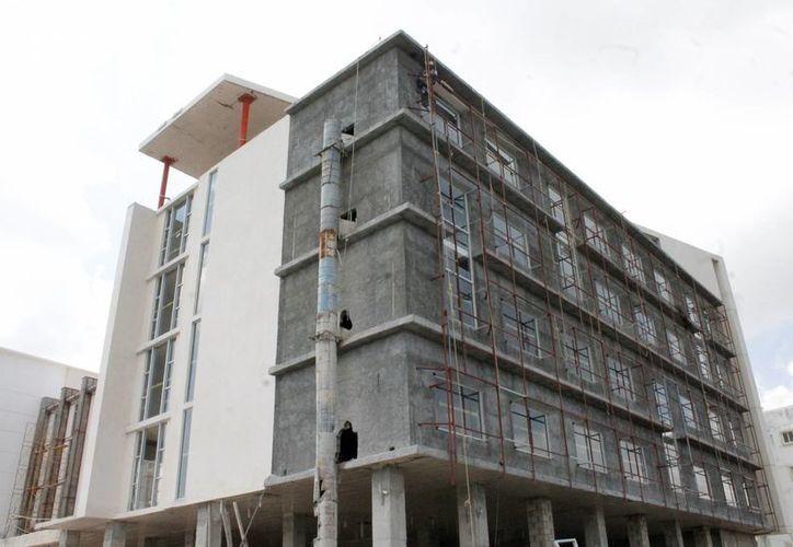 En el estado se continúa la construcción de hospitales. (Francisco Galvez/SIPSE)