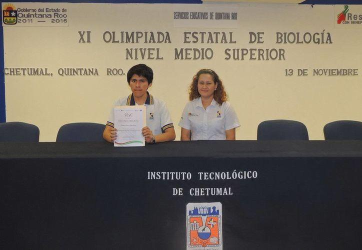 El alumno, Sebastián Santos Dzul Solona, de Cancún, viajará a Veracruz a la Olimpiada Nacional de Biología. (Redacción/SIPSE)