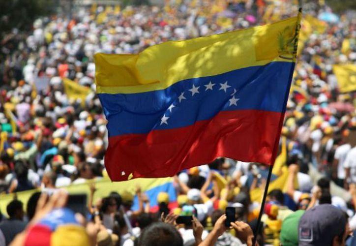 La céntrica Plaza Venezuela fue el punto de partida de la marcha. (El Blog Salmón).
