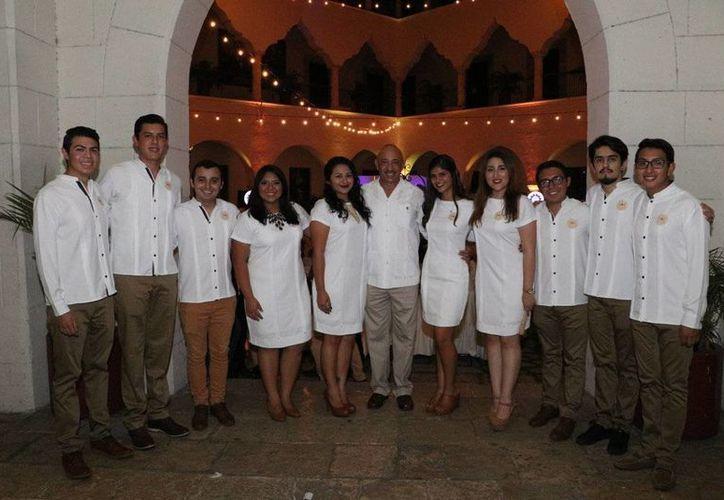El nuevo comité de la Federación Estudiantil de Yucatán (FEDY), es presidido por Salvador Orozco Ramírez, consejero alumno de la Facultad de Derecho. (Fotos cortesía del Gobierno)