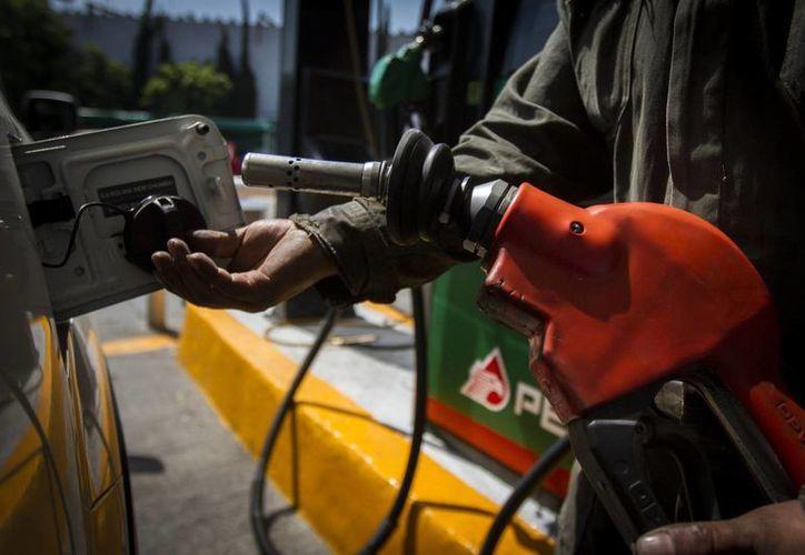 Desde este sábado y hasta el día 21 de febrero, los precios de combustibles queda de la siguiente manera: Magna en 15.97 pesos por litro, Premium 17.77 y del diésel en 17.03 pesos por litro. (Archivo/Notimex)